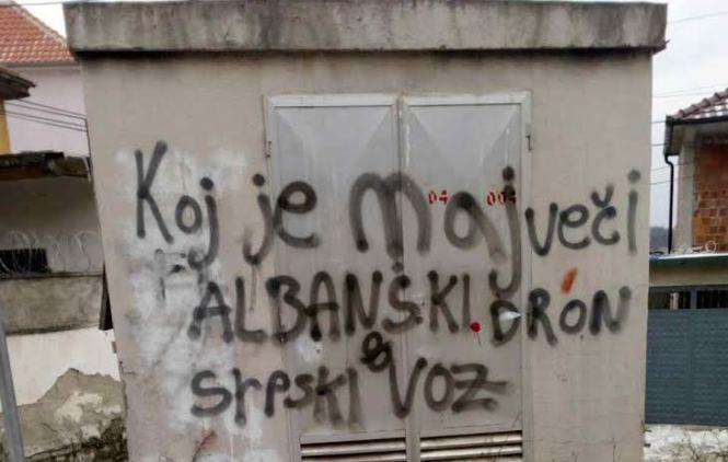Графит у Ораховцу о возу, гађан аутобус са Србима